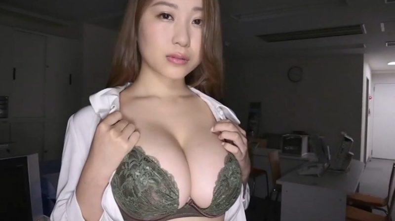 西田麻衣 Iカップ爆乳のOLがオフィス内でデカ乳を見せつけ誘ってくる