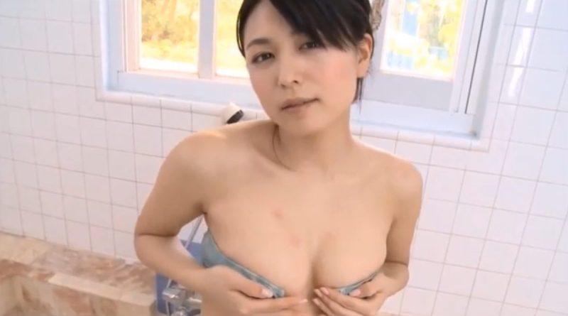 川村ゆきえ 色っぽい表情で巨乳を見せつけ誘惑する美人のお姉さん